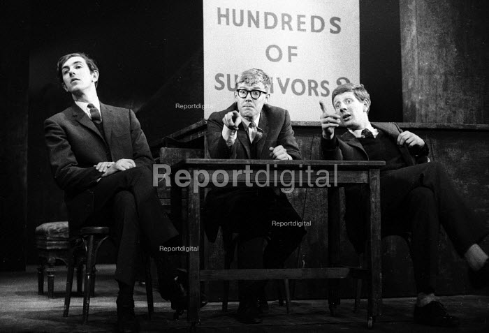 Peter Cook, Alan Bennett, Jonathan Miller playing The Experts, Civil War sketch, Beyond The Fringe show at the Fortune Theatre, London, 1961 - Romano Cagnoni - 1961-06-11