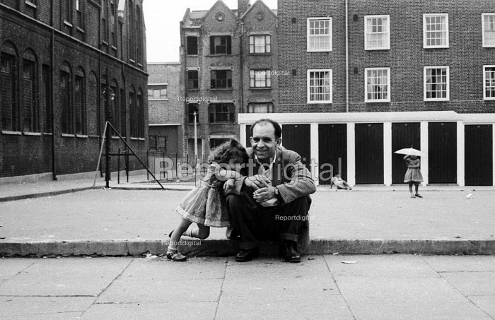 Young girl with her father in a run-down part of London in the early 1960's. - Romano Cagnoni - 1962-07-11