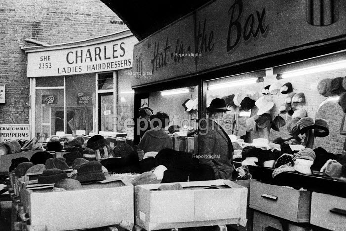 Hat shop and stall in a London street market, probably near to Kings Cross, in the early 1960s. .... - Romano Cagnoni - 1962-07-11