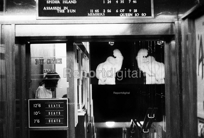 Box office at a cinema in London displaying pre-decimal pricing in the early 1960's. .... - Romano Cagnoni - 1962-07-11