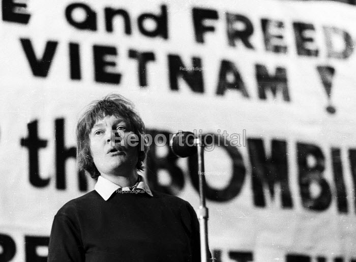 Acclaimed author, Iris Murdoch, speaking at a rally to Stop The War in Vietnam in London in 1965. - Romano Cagnoni - 1965-10-15