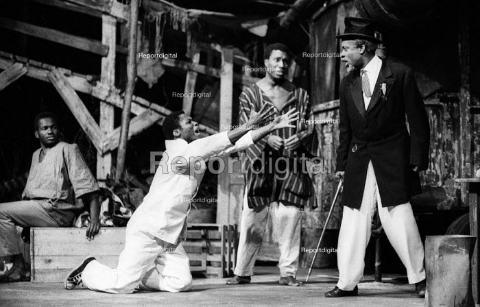 The Road by Wole Soyinka staged at the Mermaid Theatre in London in 1965. - Romano Cagnoni - 1965-09-13