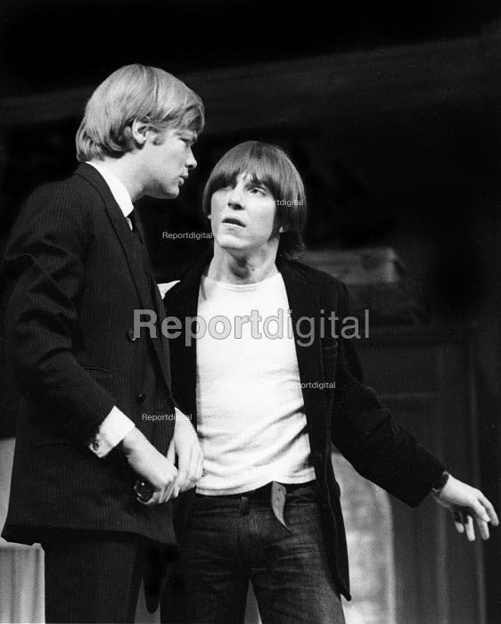 LOOT written by Joe Orton and staged at the Jeanette Cochrane Theatre in Holborn in London in 1966. Starring Simon Ward, left, and Kenneth Cranham. - Romano Cagnoni - 1966-09-27