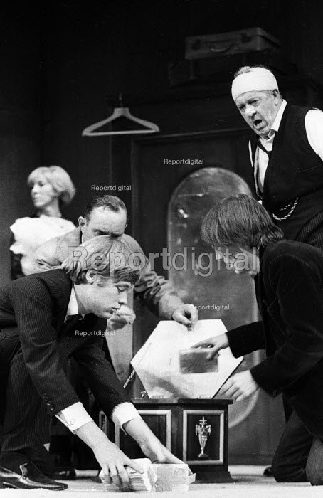 LOOT written by Joe Orton and staged at the Jeanette Cochrane Theatre in Holborn in London in 1966. Starring Simon Ward, left, and Kenneth Cranham, right. - Romano Cagnoni - 1966-09-27