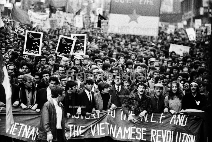 Protest against the Vietnam War 1968 from US Embassy to rally in Trafalgar Square, London - Romano Cagnoni - 1968-10-27