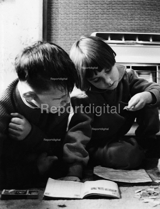 Polish refugee children stamp collecting at home in west London in the late 1950s - Roger Mayne - 1958-02-15