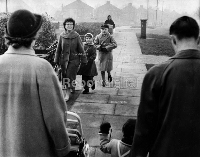 Polish refugee children on their way to school in west London in the late 1950s - Roger Mayne - 1958-02-15