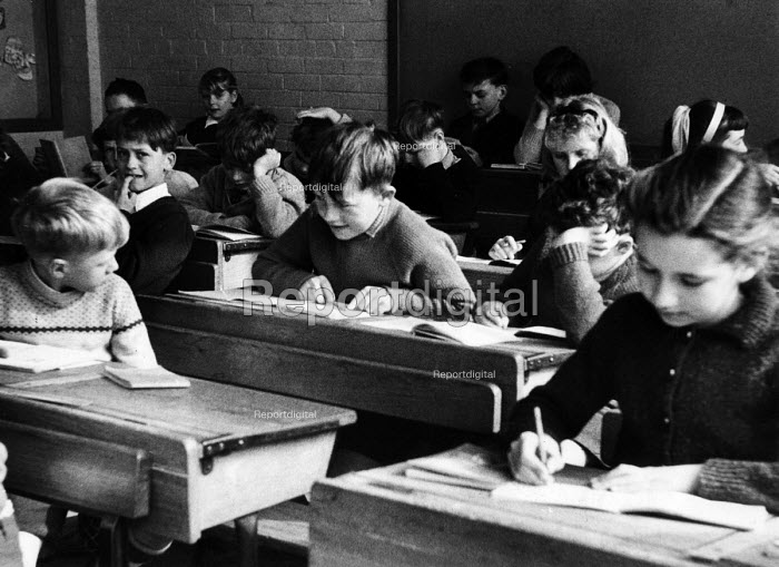 Polish refugee children at school alongside their British classmates in west London in the late 1950s - Roger Mayne - 1958-02-15