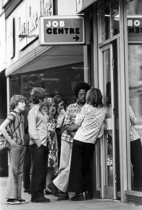 Unemployed school leavers, all with GCSE and CSE passes in their exam results, outside the Job Centre, Westoe, South Shields, summer 1975 - Ray Smith - 1975-08-28