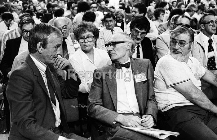 TUC conference, Brighton, 1982. Woman delegate to TUC isolated among an overwhelmingly male dominated trade union delegation from the civil service sector of the Trades Unions. - Stefano Cagnoni - 1982-09-09