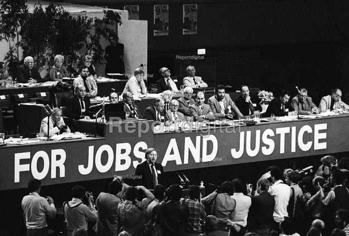 TUC conference, Brighton, 1982. Arthur Scargill, NUM, speaking. - Stefano Cagnoni - 1982-09-09