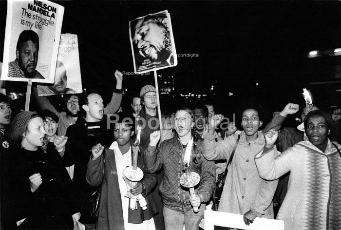 Torchlit protest to mark the London Anti-Apartheid Movement launch of their non-stop picketing campaign at the South African Embassy demanding the release of Nelson Mandela, 1982, London. - Stefano Cagnoni - 1982-10-11