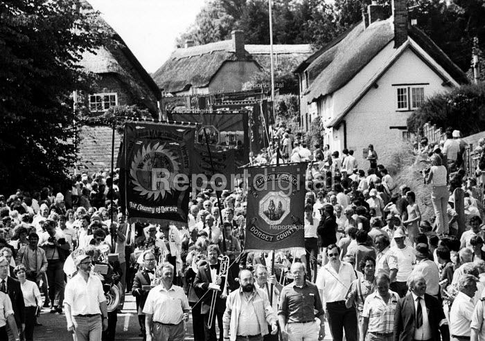 Tolpuddle Martyrs: 150th Anniversary march through the village of Tolpuddle led by descendants of the six original Dorset labourers. - Stefano Cagnoni - 1984-06-30