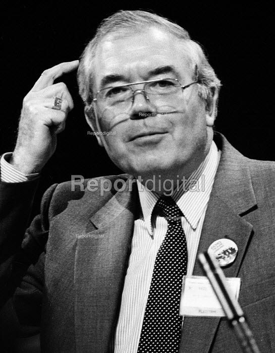 TUC Congress 1985: Eric Hammond, General Secretary of the EEPTU speaking. - Stefano Cagnoni - 1985-09-03