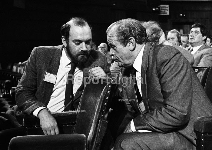 TUC Congress 1985: Chris Kaufmann (left), press officer for the TGWU, in deep conversation with his Gen sec Ron Todd. - Stefano Cagnoni - 1985-09-03