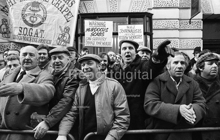 News International printworkers sacked by Rupert Murdoch prior to his moving his printing presses to Wapping, lobby the TUC General Council calling for support in their industrial dispute. - Stefano Cagnoni - 1986-01-28