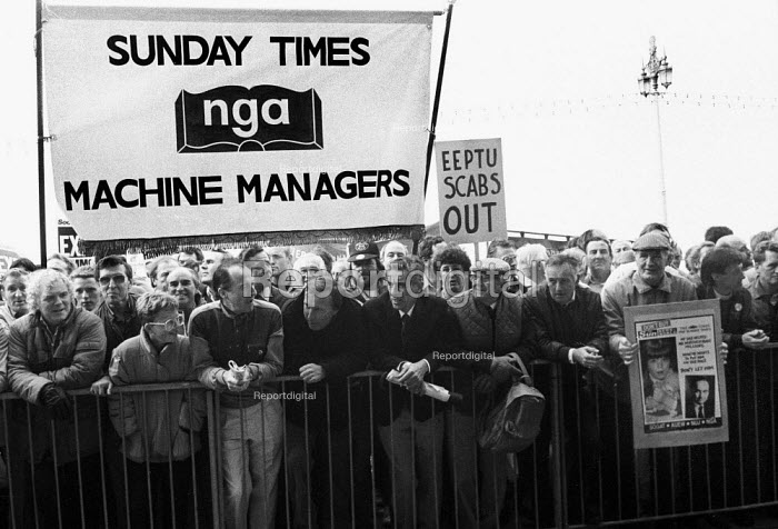 News International dispute, printworkers sacked by Rupert Murdoch prior to his moving his printing presses to Wapping, lobby the TUC Congress in Brighton calling for support - Stefano Cagnoni - 1986-09-02