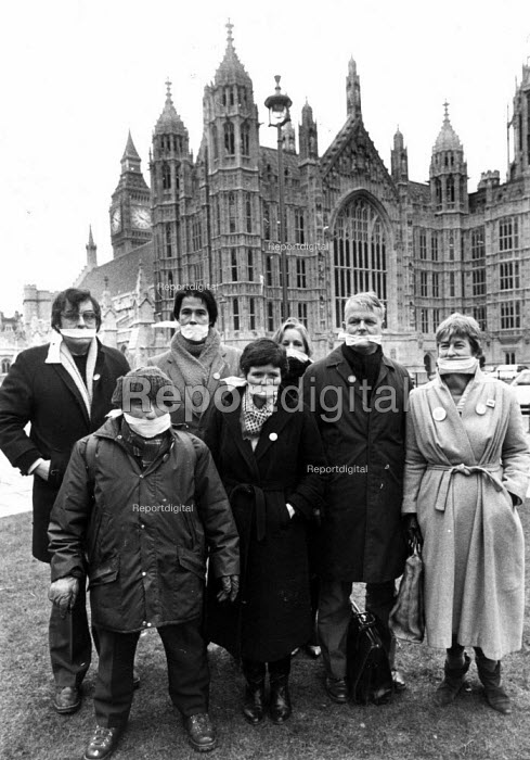 Symbolic protest with gags outside Parliament against a Public Order Bill 1986 which the Government wanted to introduce to limit public demonstrations. (L to R) Mike Terry, AAM, Benny Rothman, famous for his role in the mass Kinder Scout Trespass, Jonathan Porritt, Green Party, Sarah Spencer, NCCL and Bruce Kent, CND - Stefano Cagnoni - 1986-04-11