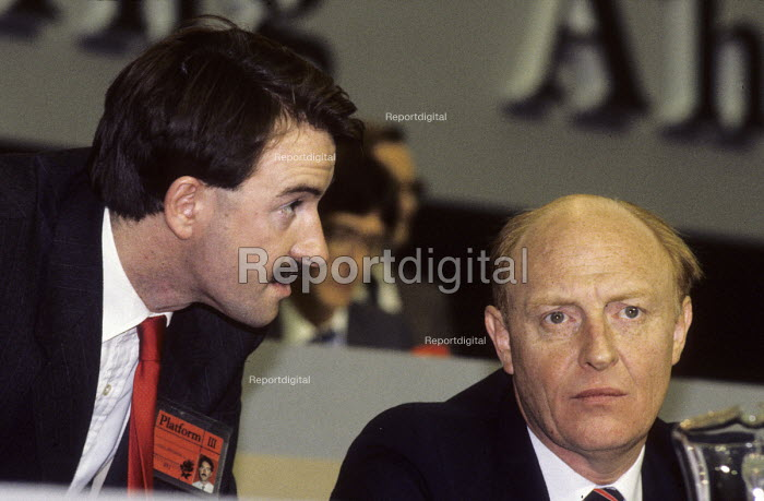 Press Officer Peter Mandelson advising Neil Kinnock, then leader of the Labour Party, on the platform at the Labour Party Conference in 1987 - Stefano Cagnoni - 1987-10-03