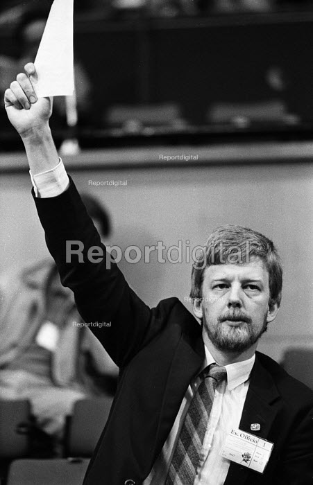 Dave Nellist MP, Labour Party Conference, Blackpool, 1987. - Stefano Cagnoni - 1987-10-01