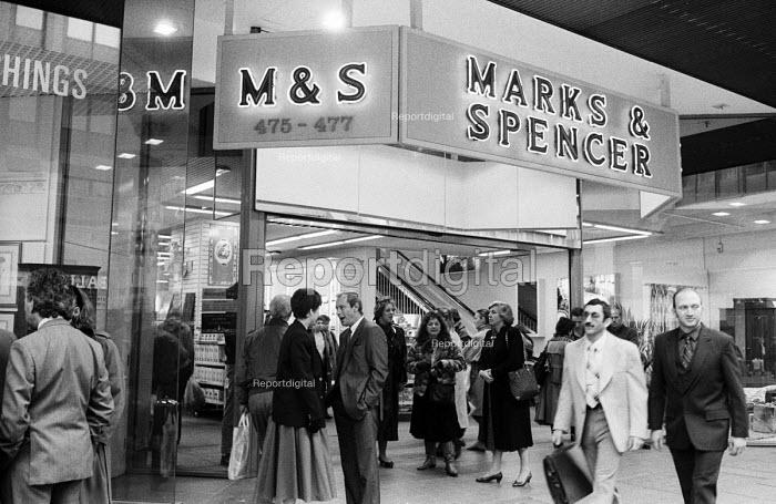 Marks and Spencer shopfront, Oxford Street, London, 1987. - Stefano Cagnoni - 1987-11-18
