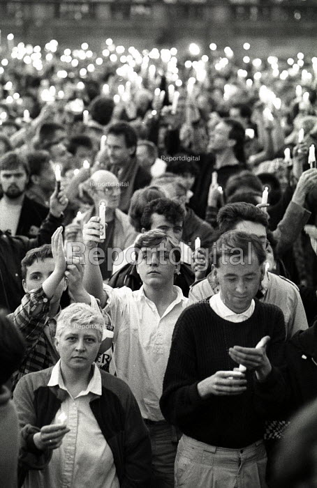 Candlelit vigil for victims of the AIDs virus in Trafalgar Square, London 1986 - Simon Grossett - 1986-05-25