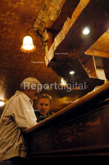 Seamen having a drink in the bar. Liverpool docks. - Rob Bremner - 2003-04-25
