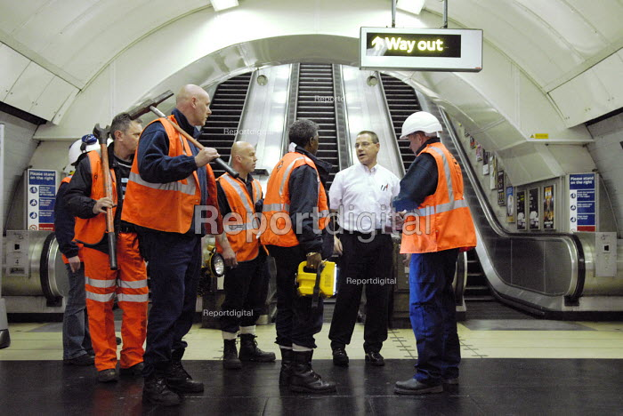 Emergency Response Unit (ERU) talking London Underground staff before entering the tunnel at Warren Street Underground Station, London. The ERU works in conjunction with the emergency services in responding to derailments and accidents on the London Underground and is based at Acton Town Underground Station, London. - Rogan Macdonald - 2006-06-06