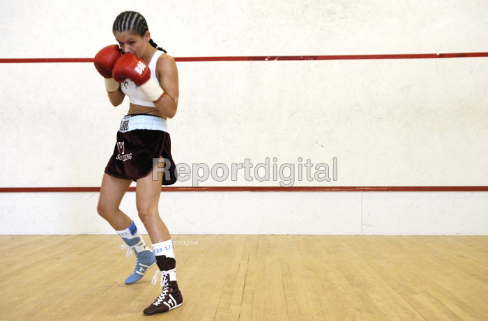 Boxer, Shanee Martin, training before a fight for the British Masters Female Super Flyweight Title, At Goresbrook Leisure Centre in Dagenham, London. - Rogan Macdonald - 2006-07-23