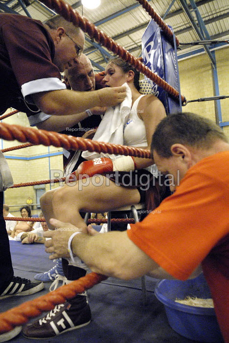 Boxer Shanee Martin boxing match against Juliette Winters for the British Masters Female Super Flyweight title, Goresbrook Leisure Centre, Dagenham, London. - Rogan Macdonald - 2006-07-23
