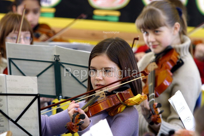 Pupils playing, Sandwell Youth Music Service. - Roy Peters, RP411401.jpg