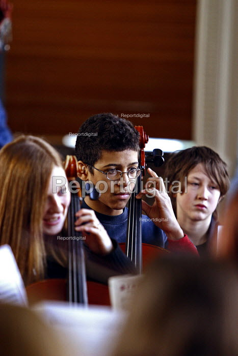 Pupils playing, Sandwell Youth Music Service. - Roy Peters, RP411410.jpg