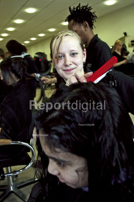 Jennie Persall, Hairdresser, Modern Apprentice of the Year... - Roy Peters, RP511q236.jpg