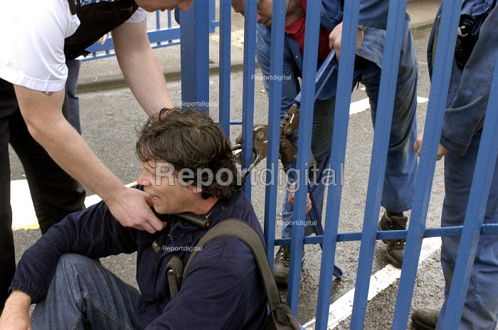Protesters chain themselves to the fence at Caterpillar... - Ray Smith, RS406017.jpg
