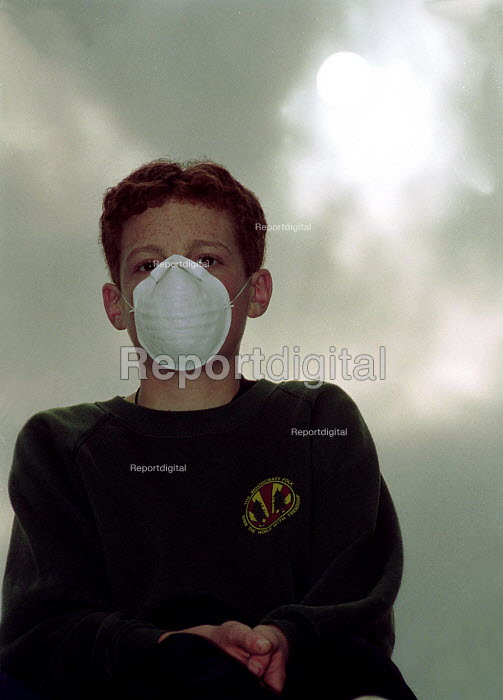 Youth protesting against polluted air levels during... - Stefano Cagnoni, S9709E01.JPG