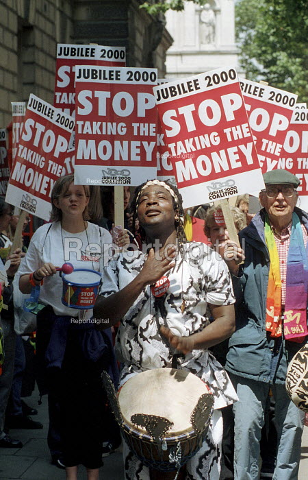 Jubilee 2000 supporters demonstrate outside the Treasury... - Stefano Cagnoni, SC00JUB6.JPG
