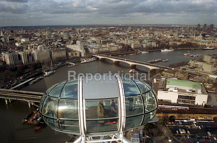 View from one of the capsules on the London Eye Millennium... - Stefano Cagnoni, SC00LE13.JPG