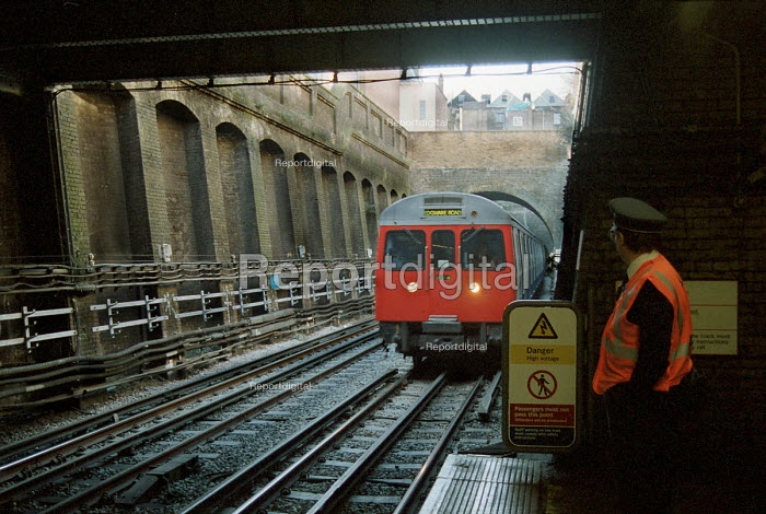 London Underground employee watching as tube train comes... - Stefano Cagnoni, SC00LU01.JPG