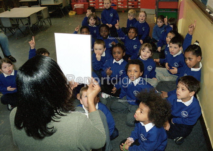 Teacher with her infant class in Church of England Primary... - Stefano Cagnoni, SC01MM02.JPG