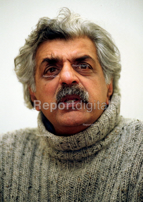Tariq Ali lecturing on a media course at University - Stefano Cagnoni, SC01TAQ3.JPG