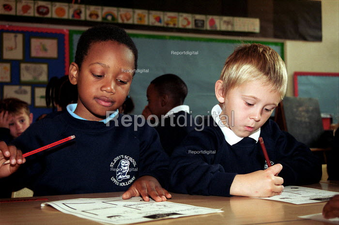 Children writing in classroom at Church of England primary... - Stefano Cagnoni, SC01TJ12.JPG