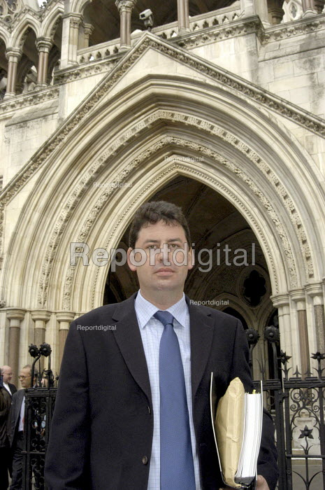 NUJ member, Robin Ackroyd outside the High Court in The... - Stefano Cagnoni, SC02ACK2.jpg