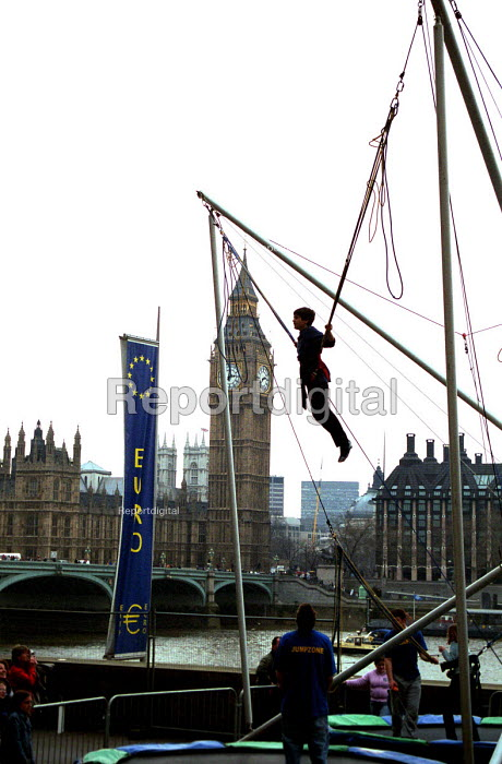 Boy on elasticated tourist attraction on the South Bank... - Stefano Cagnoni, SC02BGEE.JPG