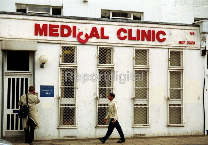 Run down exterior of medical centre in Holloway, north... - Stefano Cagnoni, SC02MECE.JPG