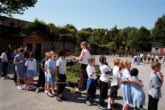Teacher in a Church of England primary school taking her... - Stefano Cagnoni, SC02MM04.JPG