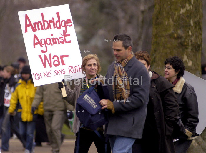 Protestors against war in Iraq march through London - Stefano Cagnoni, SC03IQ24.jpg