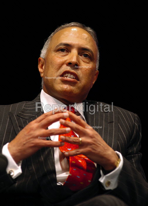 Arun Sarin, Chief Executive of Vodafone, speaking at the... - Stefano Cagnoni, SC051865.jpg