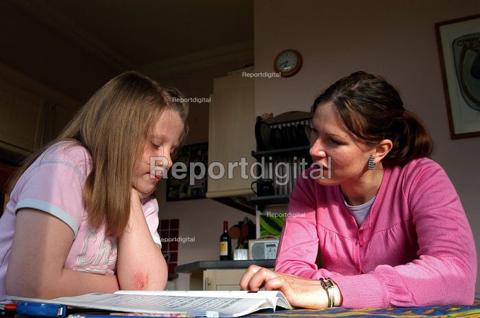 Qualified teacher giving private lessons to a girl at home, London - Stefano Cagnoni - 2005-05-04