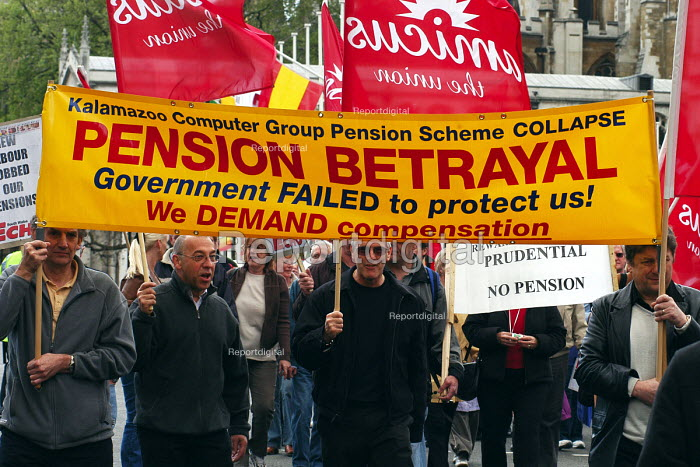 Amicus protest, campaigning for pensions justice for members who have lost their pension through company insolvency, London - Stefano Cagnoni - 2005-05-07