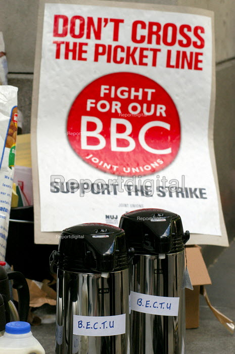 BECTU thermos at BBC Bush House on the NUJ Bectu & Amicus joint unions picket line on the first day of strike action at the BBC against cuts in jobs. - Stefano Cagnoni - 2005-05-23